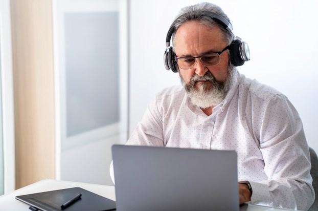 Причины снижения слуха в пожилом возрасте